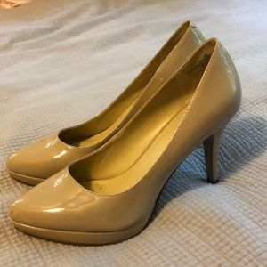 Nine West Nude Pumps size 9 like new condition